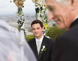 """Cô dâu nổi giận vì bị phù rể """"cướp diễn đàn"""" ngày cưới"""