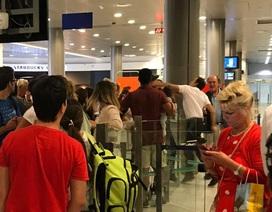 Không giải thích lằng nhằng, nhân viên sân bay Pháp đấm thẳng mặt hành khách