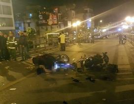 """Xe máy """"đấu đầu"""" trên cầu vượt Thái Hà, một người tử vong tại chỗ"""