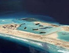 Thẩm phán Philippines ra sách thách thức yêu sách của Trung Quốc ở Biển Đông