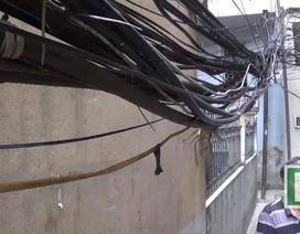 Hà Nội: Người dân lo dây điện lòng thòng đe doạ tính mạng mùa mưa bão
