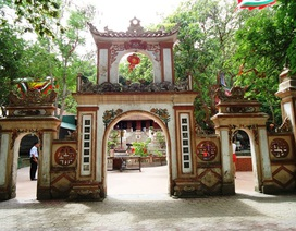 Làm rõ giá trị của lễ hội và di tích đền ông Hoàng Mười - Nghệ An