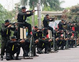 Cận cảnh sinh viên cảnh sát diễn tập chống vũ khí hoá học, giải cứu con tin