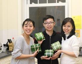 Du học sinh Việt chờ đón giao thừa cùng chiếc bánh chưng đầu tay