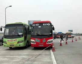 Hàng chục xe khách nối đuôi về Hà Nội phản ứng việc điều chuyển luồng tuyến