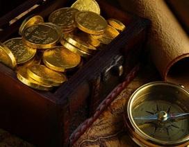"""Bất ngờ tìm thấy tiền vàng """"nằm ngủ quên"""" trong thùng đàn"""