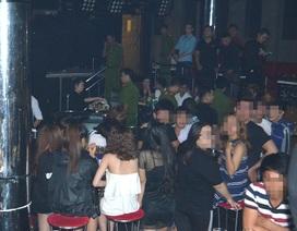 """Hơn 100 cảnh sát """"đột kích"""" Club ở Sài Gòn, dân chơi nhốn nháo"""