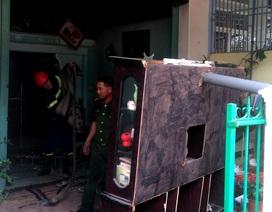 Căn nhà vắng chủ bốc cháy dữ dội