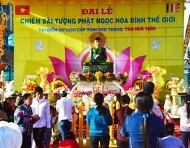 Người miền Tây nô nức chiêm bái tượng Phật ngọc hòa bình thế giới