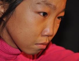 Thương cô bé học lớp 7 không có bố,  chăm mẹ tâm thần