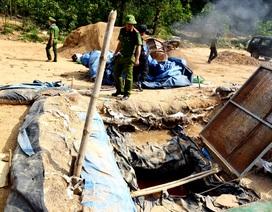 Phá hủy nhiều phương tiện khai thác vàng trái phép ở mỏ Bồng Miêu