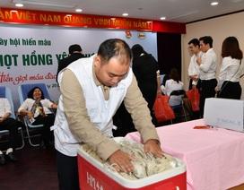 """Cán bộ Vietcombank 235 đơn vị máy trong ngày hội hiến máu """"Giọt hồng yêu thương"""""""