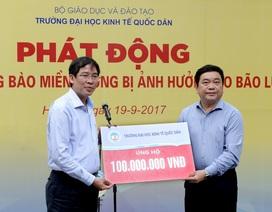 Trường ĐH Kinh tế quốc dân quyên góp ủng hộ đồng bào lũ lụt miền Trung