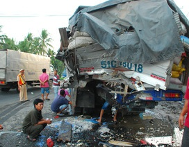 Xe giường nằm tông đuôi xe tải, 1 người tử vong, 12 người bị thương