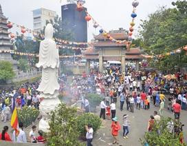 Dòng người đổ xô đi lễ chùa đầu năm, giao thông kẹt cứng