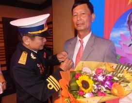 Trao tặng Huy hiệu cho 15 cá nhân có thành tích xây dựng, bảo vệ Trường Sa