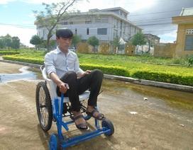 Chàng sinh viên Quảng Bình sáng chế xe lăn điện giá rẻ