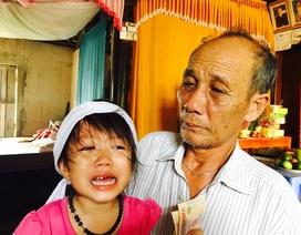 Rơi nước mắt trước cảnh cô bé 4 tuổi mất mẹ, mất em, bố lâm nguy vì tai nạn