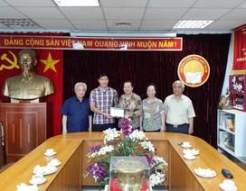 Trường tiểu học Đoàn Thị Điểm trao 100 triệu đồng đến Quỹ Khuyến học Việt Nam để giúp đỡ học sinh, sinh viên nghèo vượt khó