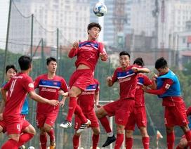 HLV Park Hang Seo cho học trò tập chống bóng bổng để đấu Afghanistan