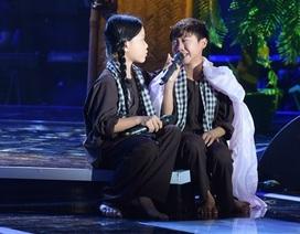 """Cả trường quay òa khóc khi """"cậu bé Thị Mầu"""" hát """"Sa mưa giông"""""""