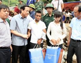 Trao quà tới người dân vùng lũ của tỉnh Sơn La