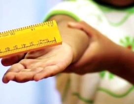 23 học sinh lớp 4 bị giáo viên phạt bằng thước do làm bài không đạt yêu cầu