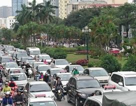 Hà Nội: Đường Nguyễn Chí Thanh bất ngờ ùn tắc kéo dài
