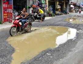 Hà Nội: Đường liên xã nham nhở, đọng vũng nước như ao