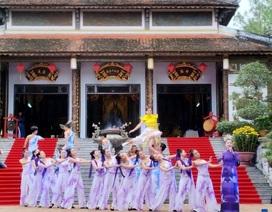 Huế: Hàng vạn người háo hức về khai hội đền Huyền Trân