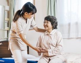 Chăm sóc vệ sinh cho người già tại nhà từ góc nhìn chuyên gia