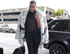 Con trai ngôi sao bóng rổ Earvin 'Magic' Johnson điệu đà với quần bó, áo xuyên thấu
