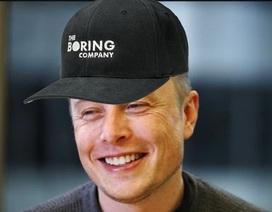 Tỷ phú Elon Musk bán mũ cũng gây được quỹ 300.000 USD