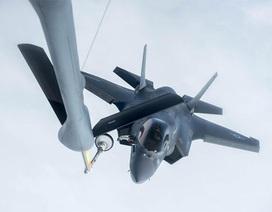 Xem chiến đấu cơ tàng hình F-35B lần đầu tiếp liệu trên không