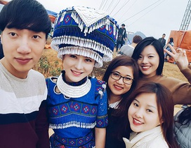 """Thiếu nữ dân tộc H'Mông đẹp như """"tiên nữ"""" ở chợ vùng cao"""