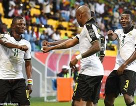 Tung hai cầu thủ chơi ở V-League ra sân, Uganda thua sít sao Ghana