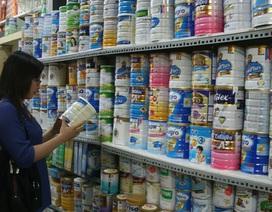 Giá sữa bán buôn giảm mạnh, sữa bán lẻ vẫn đứng yên