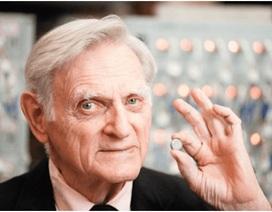 Giáo sư 94 tuổi chế tạo thành công siêu pin các với tính năng vượt trội