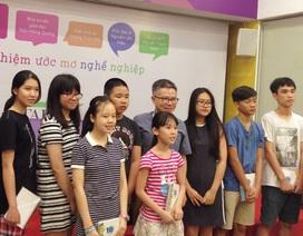 GS Ngô Bảo Châu chọn nghề… cắt tóc trong trải nghiệm hướng nghiệp đầu đời