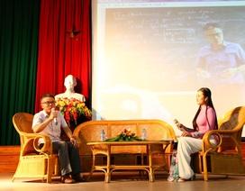 Giáo sư Ngô Bảo Châu giao lưu, trò chuyện với học sinh, sinh viên Huế