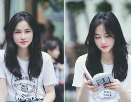 """""""Thiên thần mê đọc sách"""" xinh đẹp khiến người khác khó rời mắt"""