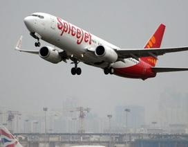 Máy bay buộc phải hạ cánh khẩn cấp vì toilet bốc mùi