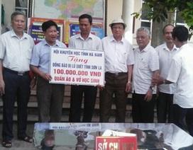 Hội Khuyến học tỉnh Hà Nam ủng hộ 100 triệu đồng và quần áo, sách vở tới Hội Khuyến học tỉnh Sơn La