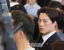 """Vệ sĩ của tân Tổng thống Hàn Quốc """"gây sốt"""" vì vẻ điển trai"""