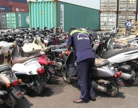 Phát hiện 2 container hàng điện tử, xe máy cũ nhập lậu