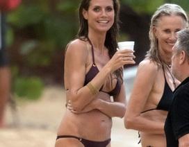 44 tuổi, Heidi Klum khoe dáng siêu mẫu trong bộ áo tắm nhỏ xíu