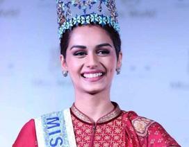 Tân Hoa hậu Thế giới rạng ngời trong lễ diễu hành mừng chiến thắng