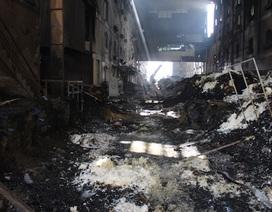 Hình ảnh tan hoang sau vụ cháy suốt một ngày tại công ty may