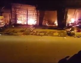 Gần 60 gian hàng chợ lớn nhất huyện cháy rụi trong ngày Thần Tài