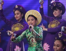 """Quang Linh """"hốt hoảng"""" khi nghe cô bé hát Hầu văn Huế"""